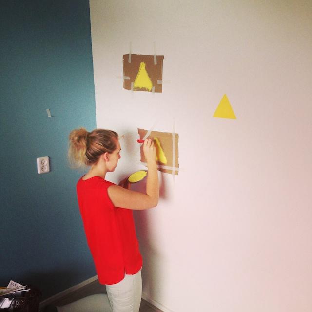 Gele driehoeken muur