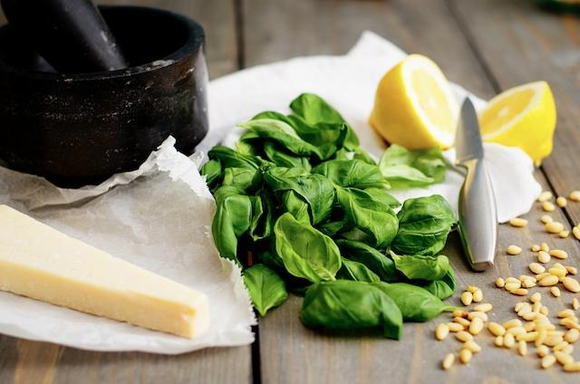 zelf pesto maken, zelfgemaakte pesto, hoe maak je groene pesto, diy groene pesto
