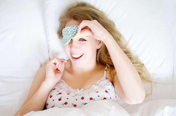 Maak je eigen slaapmasker met deze makkelijke tutorial!