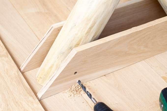 eigen eetkamertafel maken, tafel zelf maken, tafel van hout maken, eikenhout beitsen