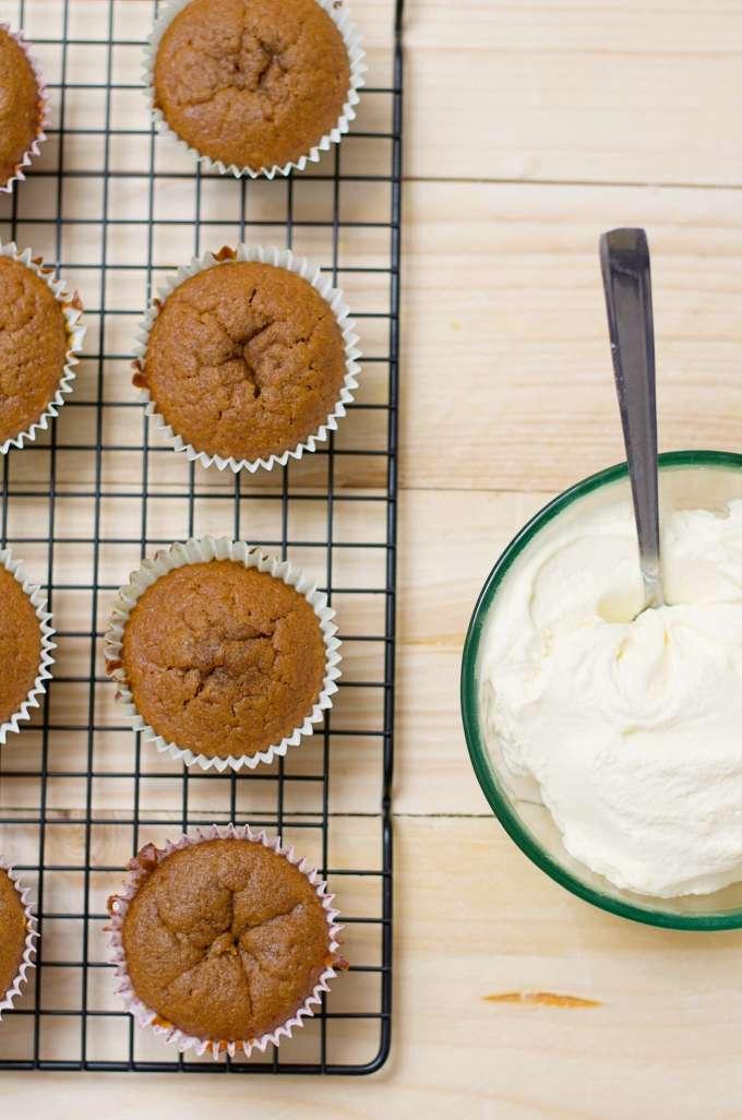 Pompoencakejes met frosting