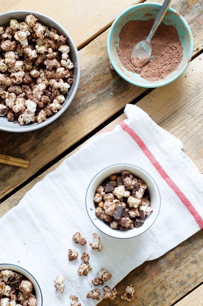 Warme chocoaldemelk popcorn
