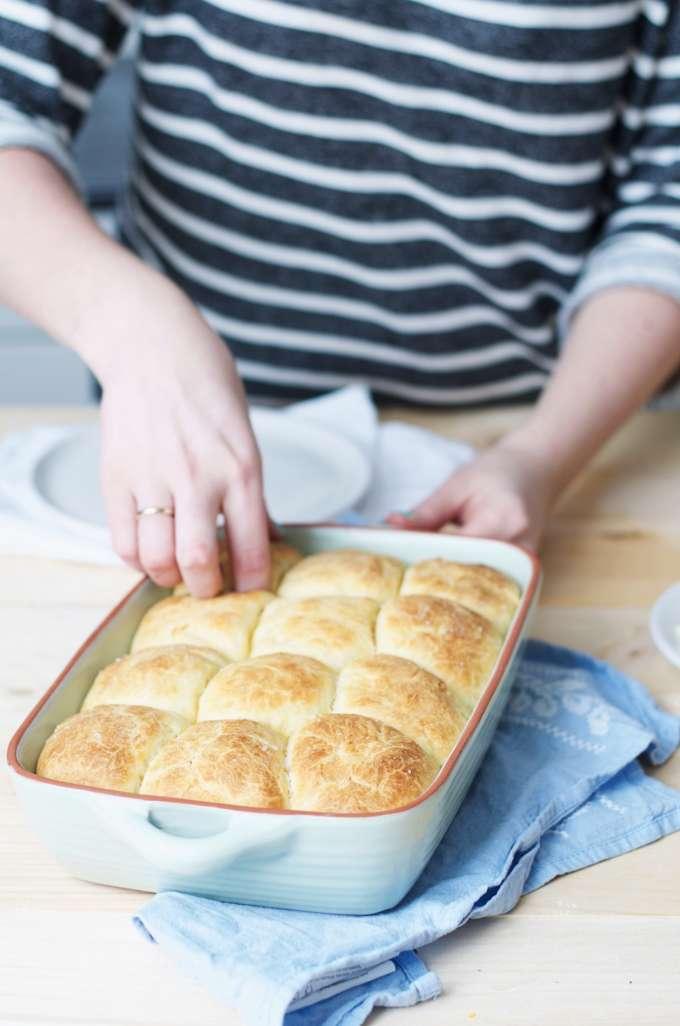 zelf brood baken, dinerbroodjes maken, makkelijk broodrecept,