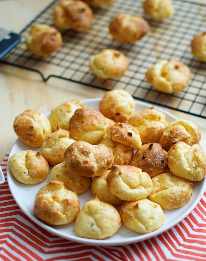 kaassoesjes,, cheesepuffs recept, origineel party hapje, snel feesthapje, makkelijk feesthapje