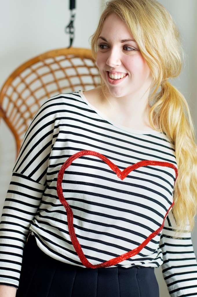 Pailleten hart shirt DIY via A Cup of Life