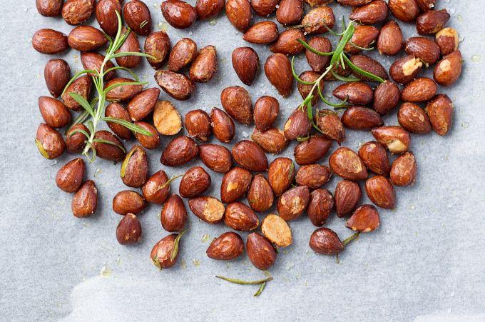 Dit is dé truc om geroosterde noten écht knapperig te krijgen!