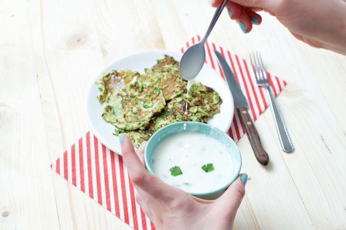 courgette pannenkoekjes met yoghurt saus!
