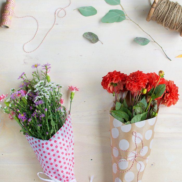Hoe pak je bloemen in? (5 manieren!)