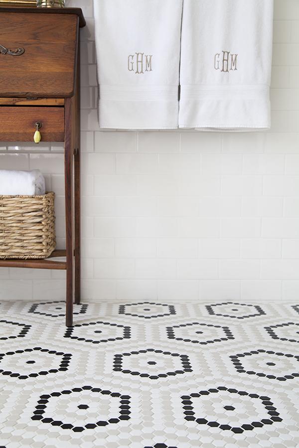 tegeltjes in de badkamer, hexagon tegeltjes