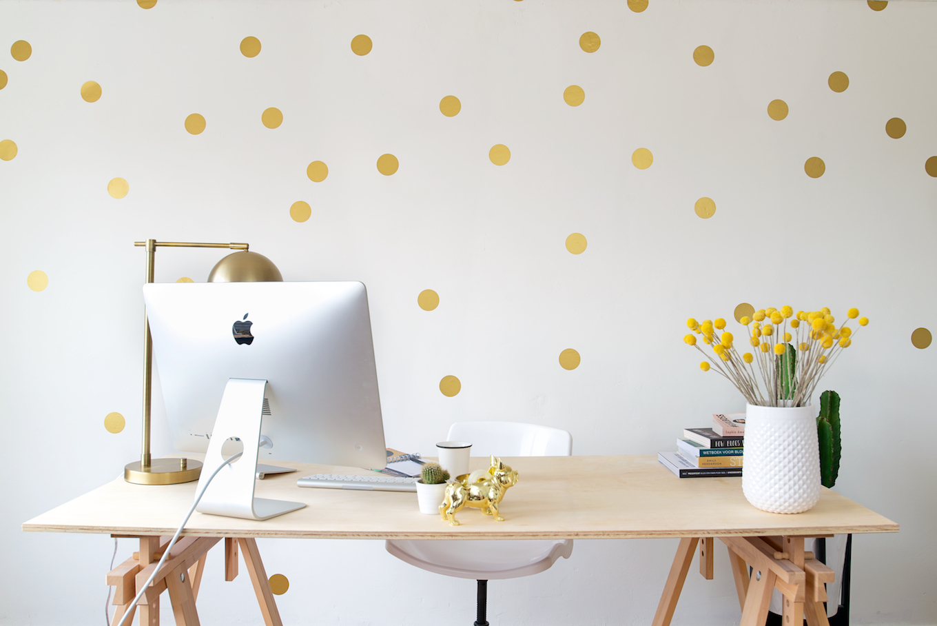 Gouden polkadot statement wall • A Cup of Life
