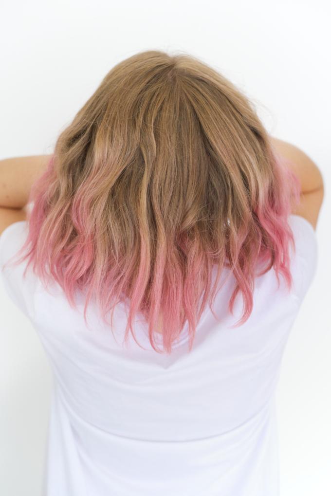 Verf je haar roze met krijtverf