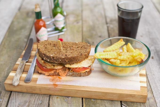 Gegrilde kipburger met friet (gezond recept!) (8)