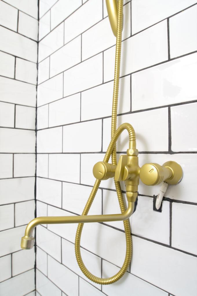 Kranen badkamer goud spuiten (12)