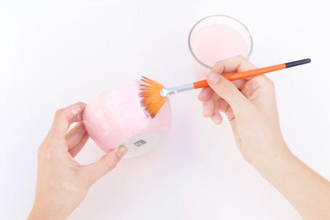 Maak handgemaakte schaaltjes (neppe) met porseleinverf!