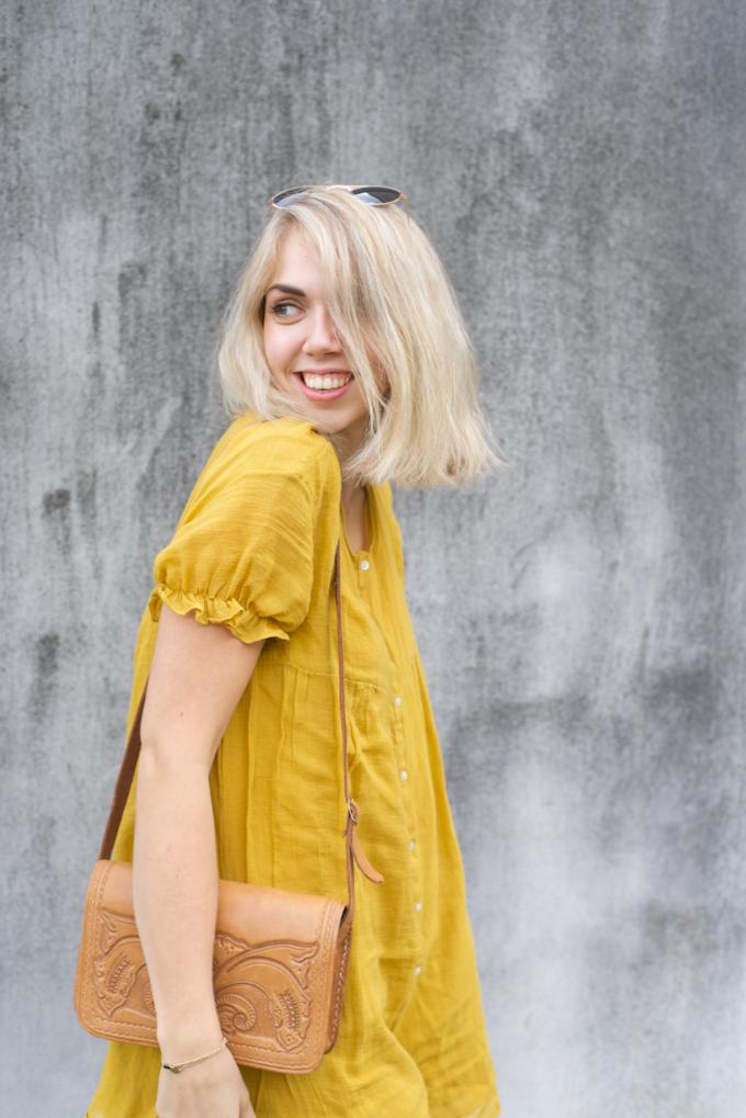 Zomer fashionshoot gele jurk zara 1