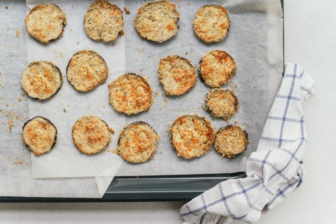 Gebakken aubergine rondjes met parmezaanse kaas-5