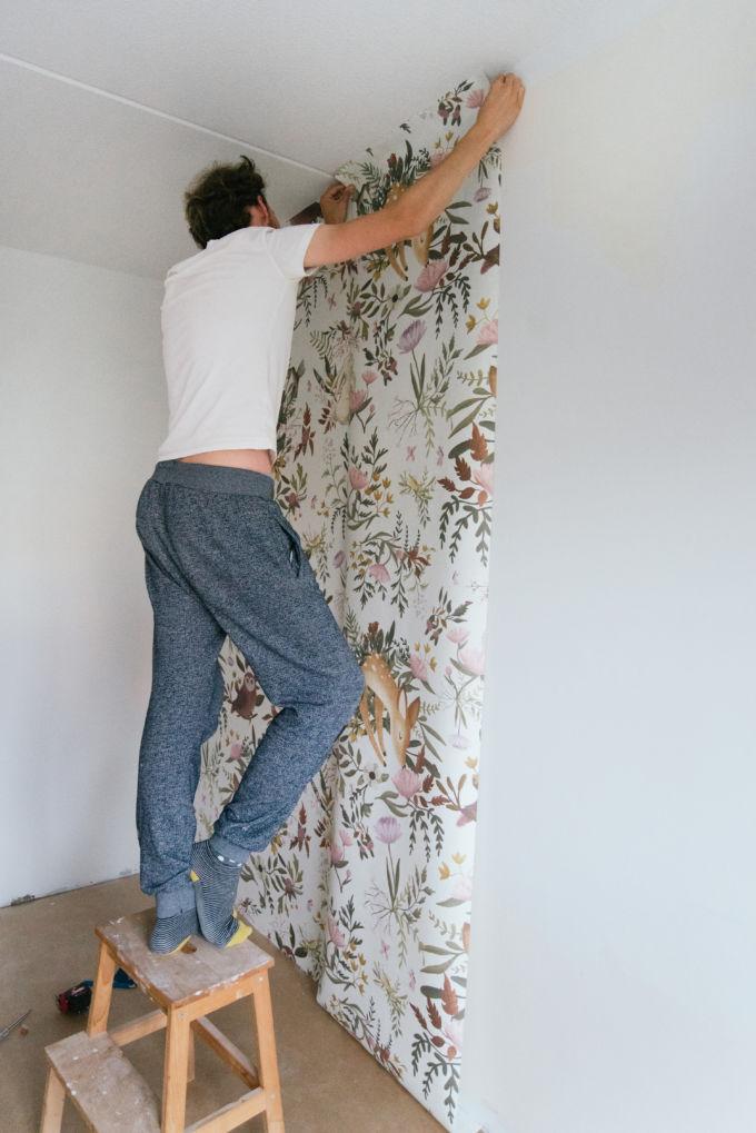 behangen babykamer-2