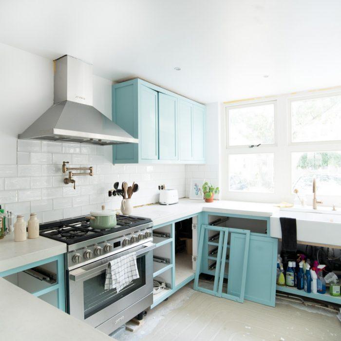 Onze nieuwe keuken verven (in blauw!)