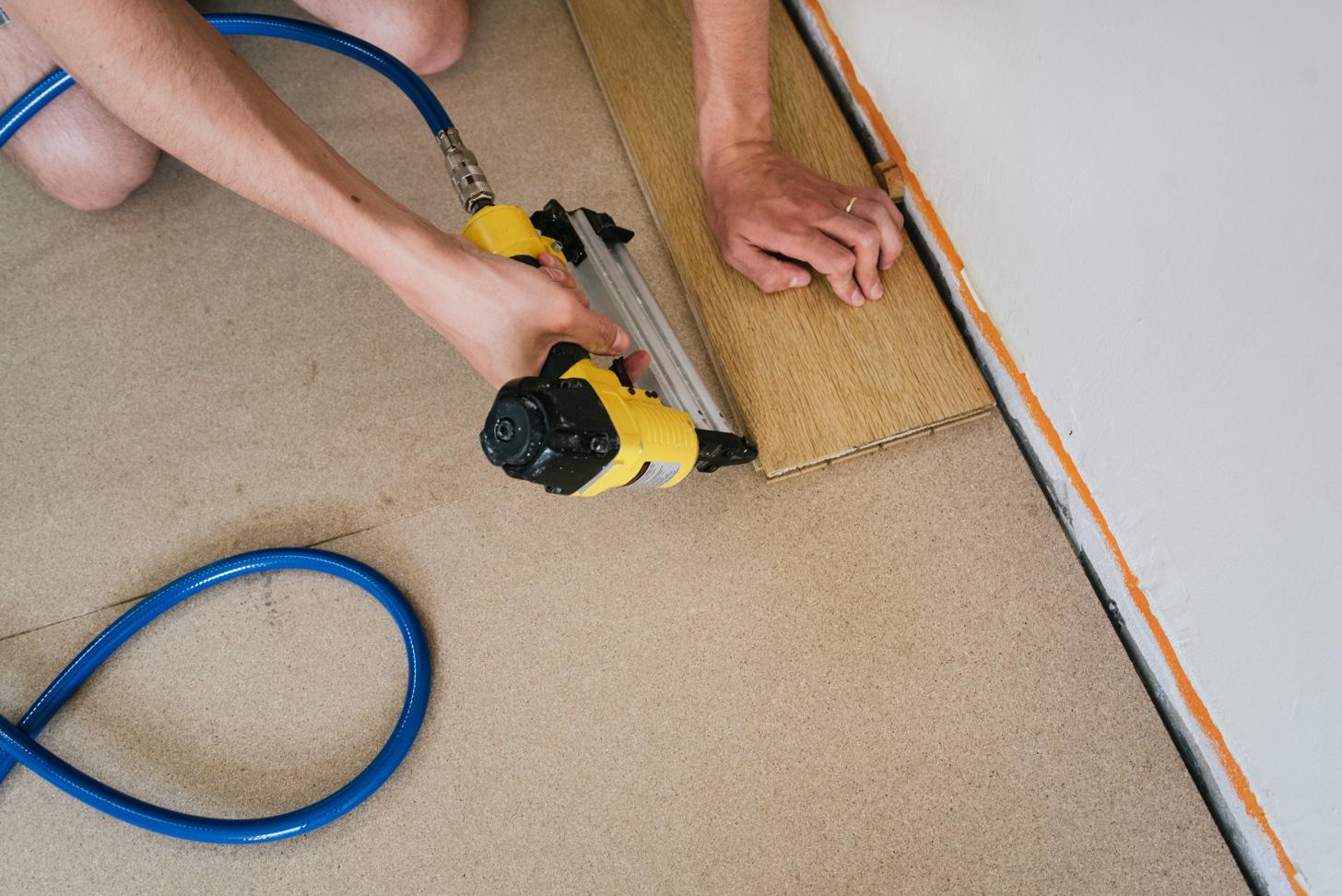 Hoe vernagel je een houten vloer a cup of life