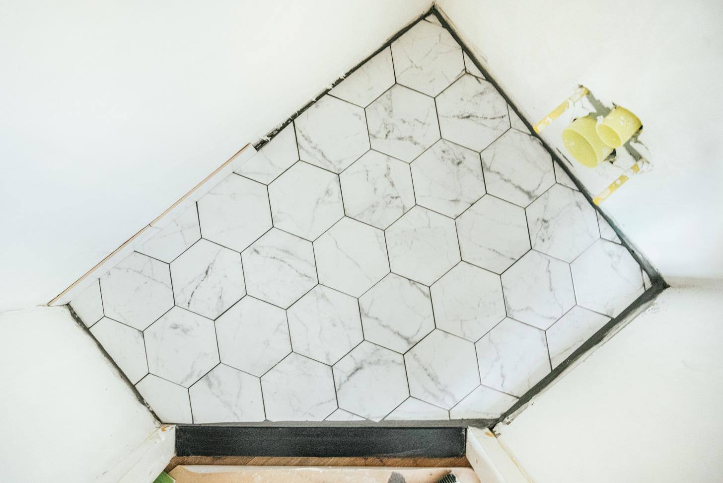 hoe leg je keramieken vloer