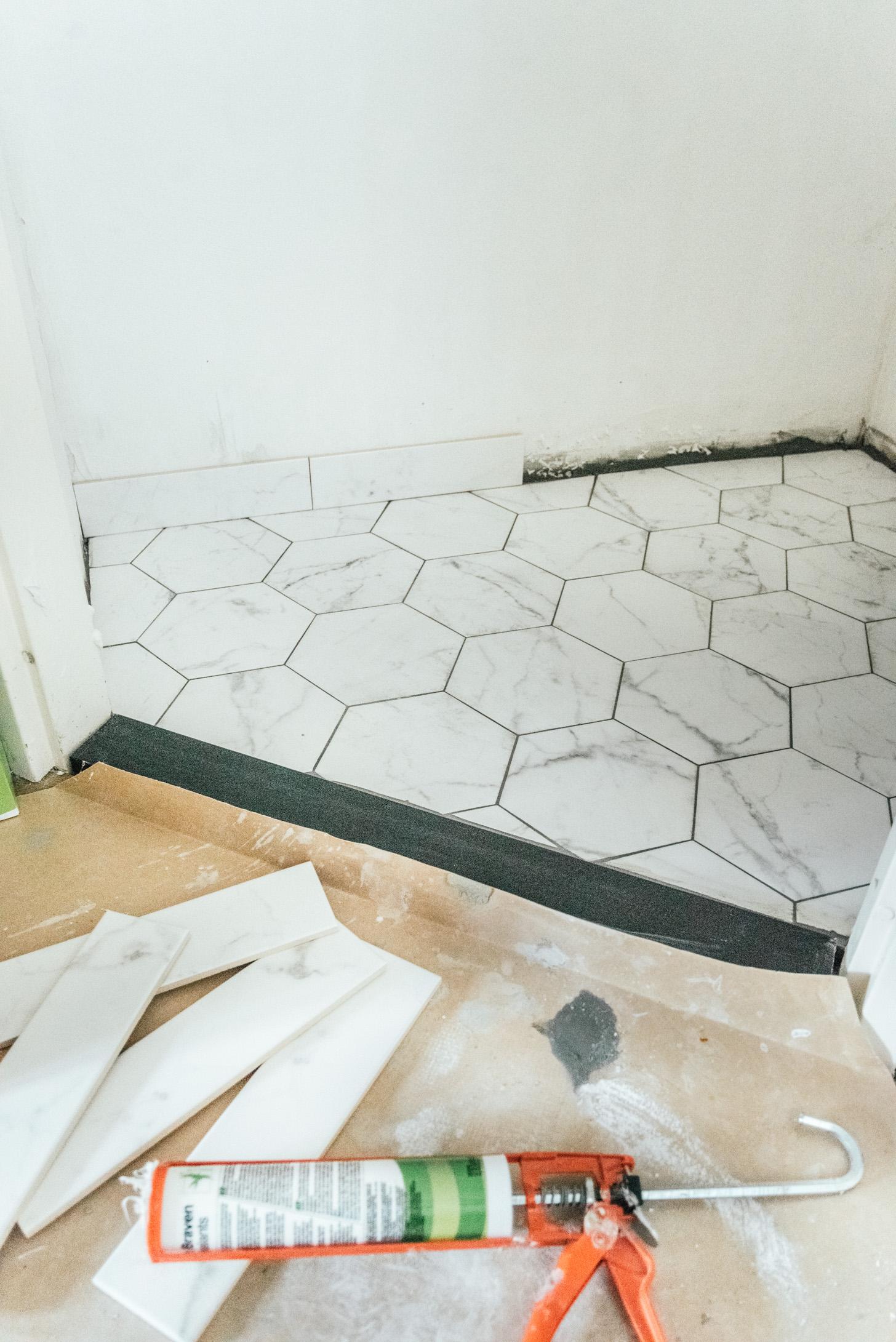 plint leggen bij keramieken vloer