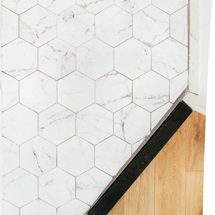 Hoe leg je hexagon tegels? (honingraat vloer)