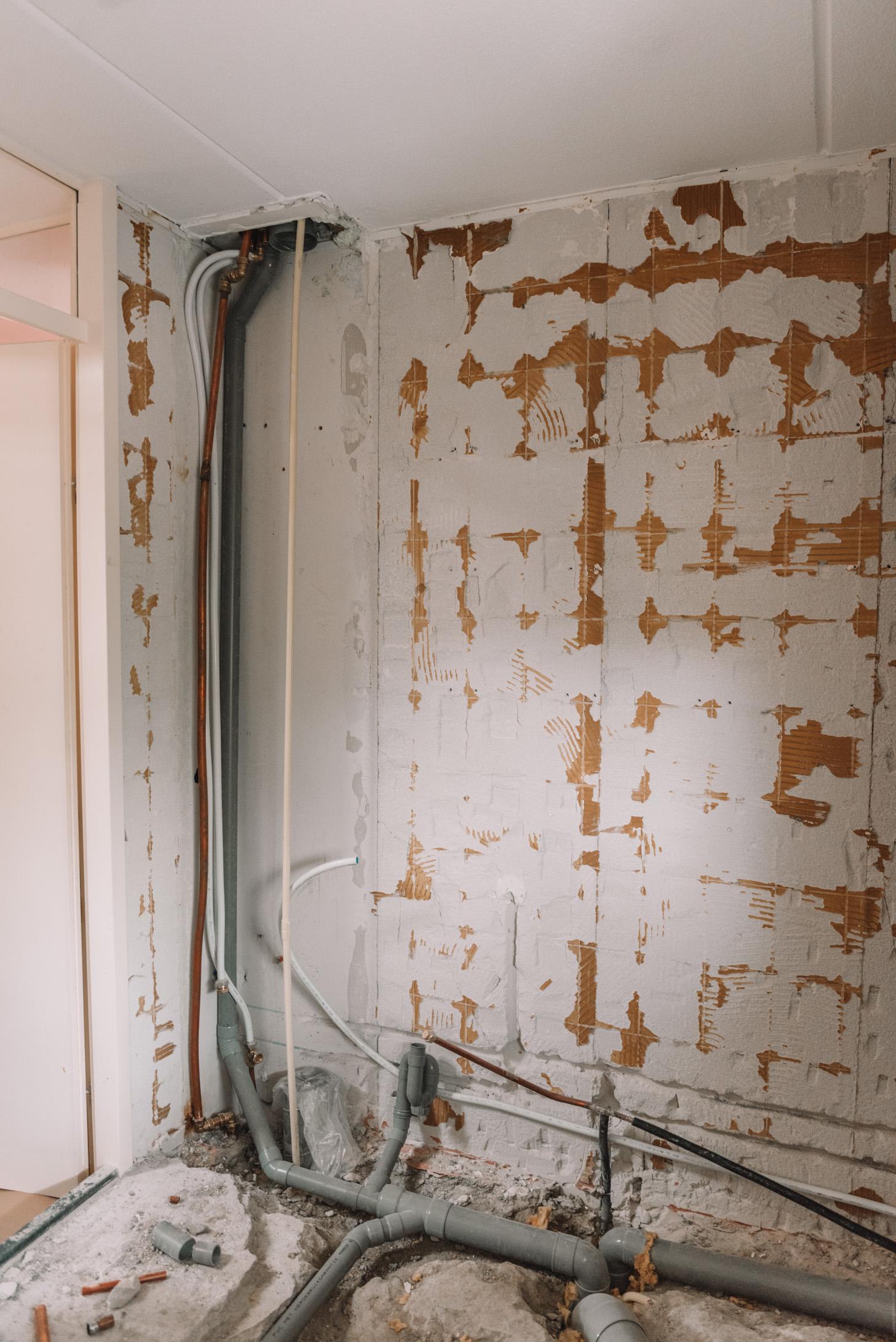 leidingen graven badkamer